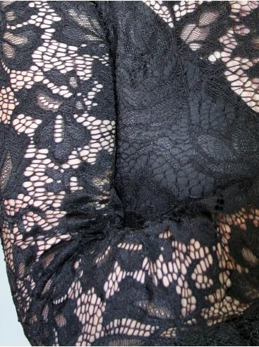 FEMALE Ελαστικό μίντι μαύρο φόρεμα με δαντέλα